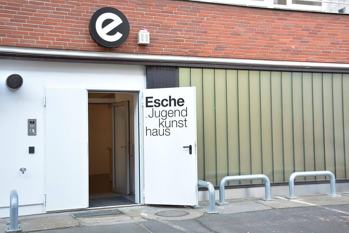 Der Eingang. Komm einfach rein, wir freuen uns auf dich!